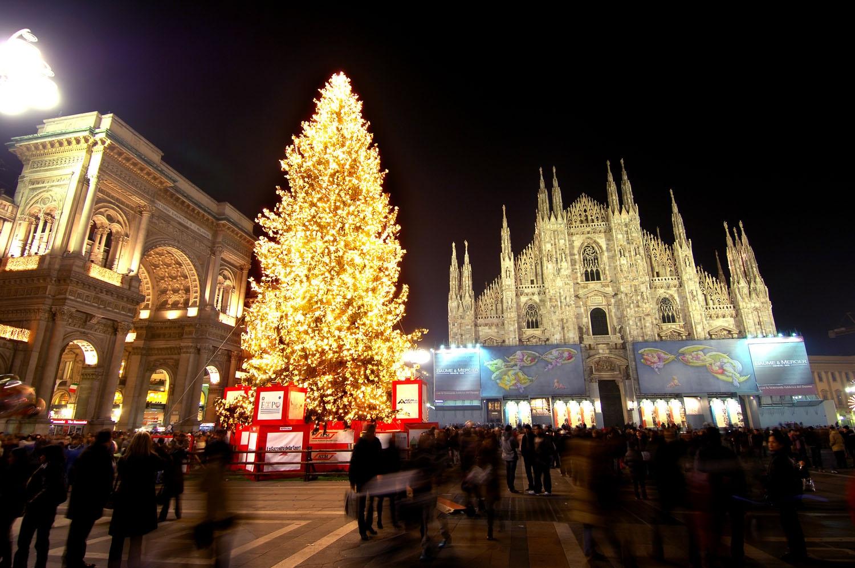 Foto Di Milano A Natale.A Natale Con Il Cuore O Con Il Portafoglio Milano Piu Sociale